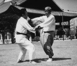 Song-Duk-Ki-foot-slapping1